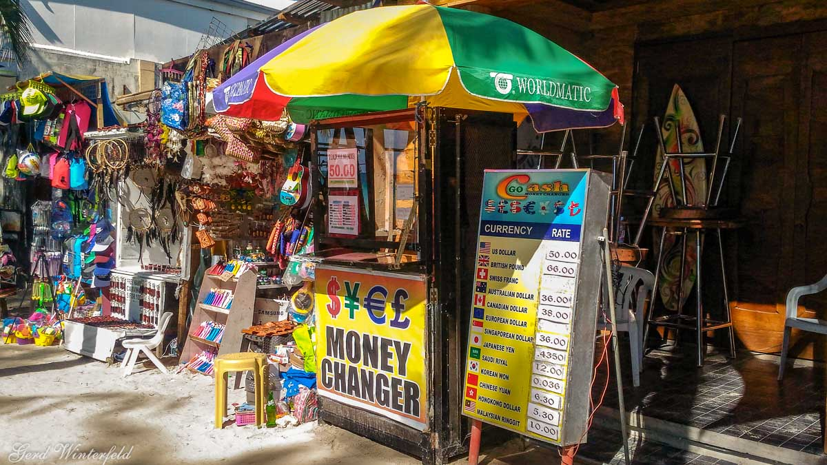 Money Changer direkt am Strand von Boracay
